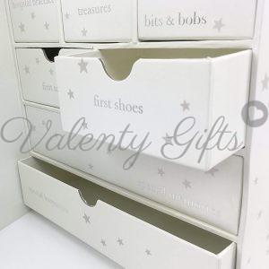 кутия за спомени с чекмеджета