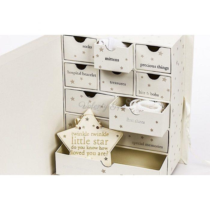 Кутия с 10 чекмеджета за вещите спомен на бебе