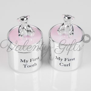 две кутийки в розово с мечета за първо зъбче и отрязано кичурче