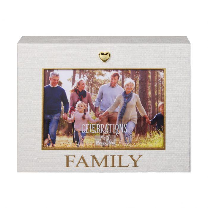 кутия с надпис Family и златисто сърчице