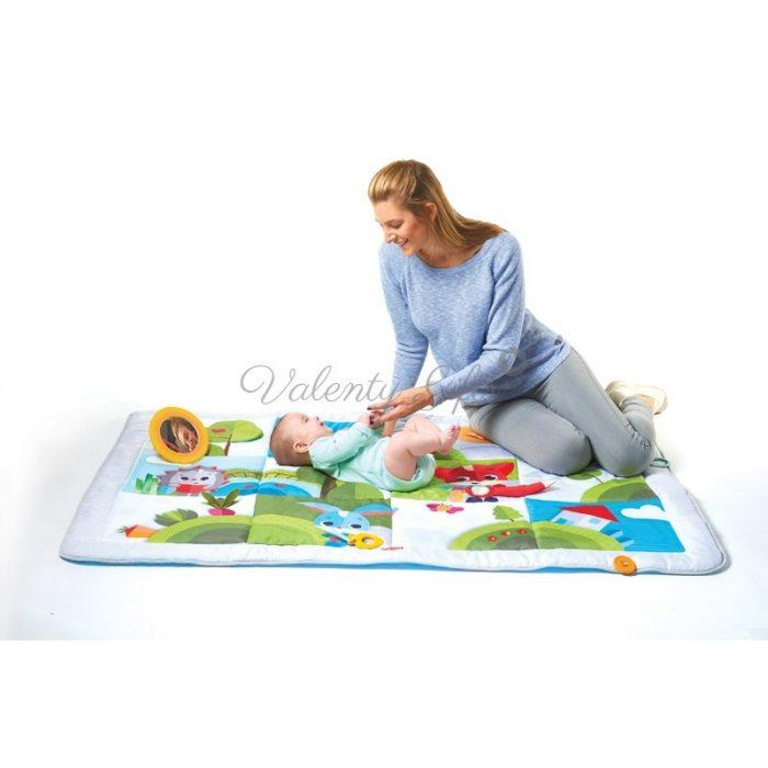 Майка и бебе върху килимче за игра Tiny Love