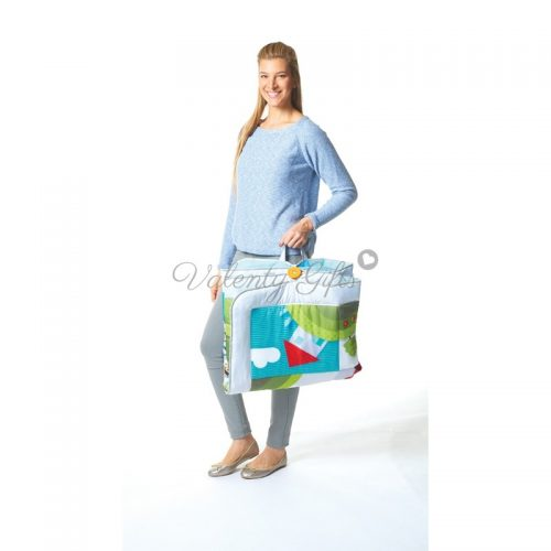 Жена със сгънато килимче за игра Tiny Love