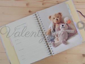 Вътрешна страница от дневник за бебето със мече и зайче