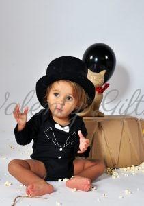 Бебе в боди смокинг- черен с бяла папионка
