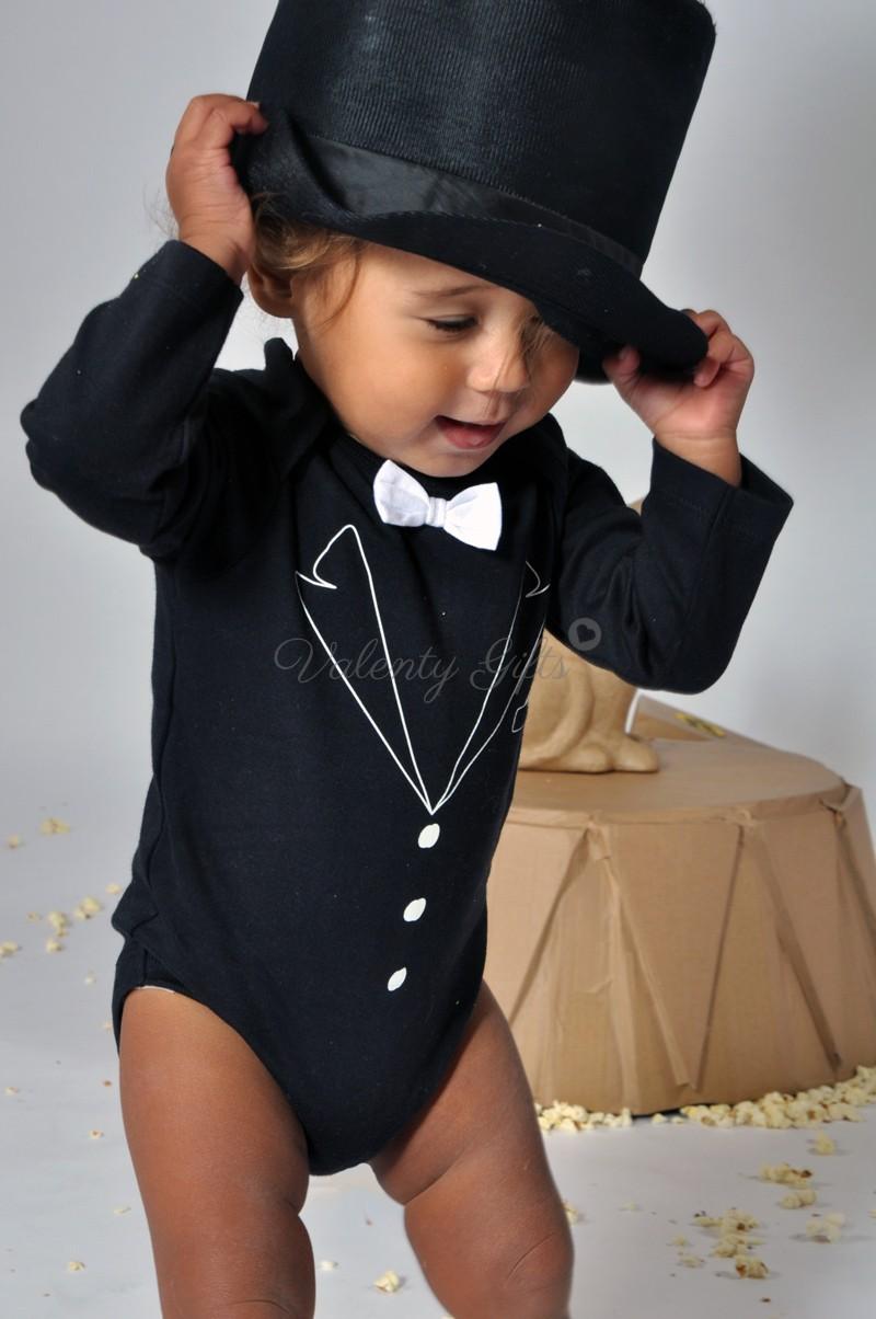 Бебе в черно боди смокинг с бяла папионка