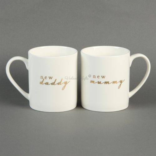 Две бели чаши с надпис New Daddy New Mummy