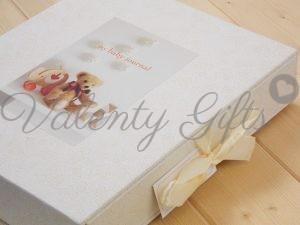 Дневник на бебето в кутия с панделка