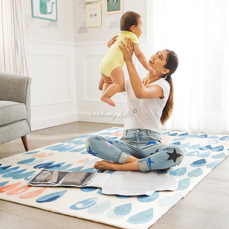Майка и бебе и подложка за смяна на пелени за на път Munchkin