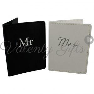 2 броя калъф за паспорт Mr. и Mrs.- черен и бял
