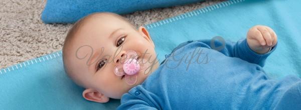 бебе със залъгалка MAM