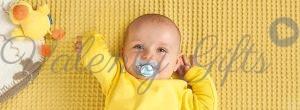 Бебе с биберонче MAM