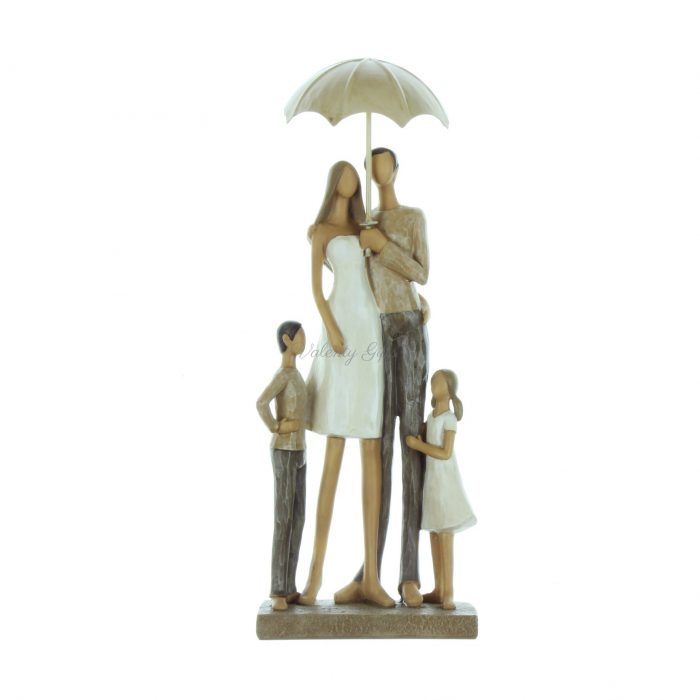 Статуетка семейство с две деца под чадър