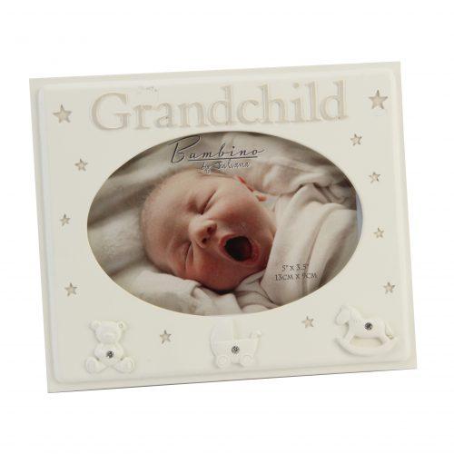 Рамка за снимка с надпис Grandchild и три бели фигурки с камъчета